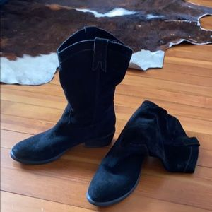 suede non structured western style boot